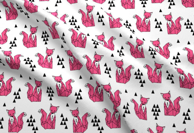 Кури та рожеві лиси